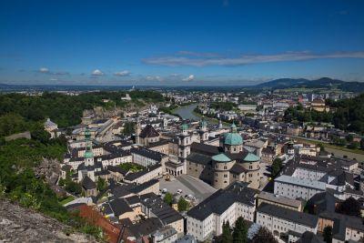 Salzburg mit Dom im Vordergrund